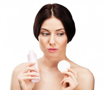 Cách làm sạch da mặt sau khi trang điểm